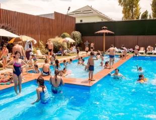 В ритме жаркого лета! Посещение бассейна Garden Pool для взрослых и детей со скидкой 50%!