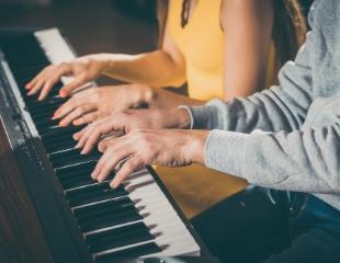 Навыки, которые скрасят Ваш досуг! Обучение игре на фортепиано, домбре, актерскому мастерству и вокалу со скидкой 60% в школе музыки Danali Production!