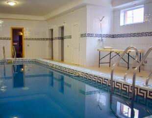 Аренда гостевого дома «Колизей» с сауной, караоке, комнатами отдыха и мангалом со скидкой 60%!