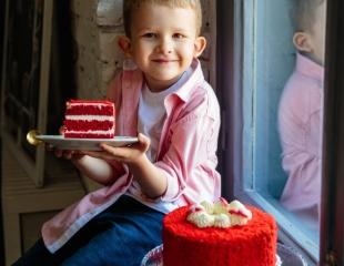 Насладитесь вкусом детства! «Наполеон» по советскому ГОСТу, «Смородиновый чизкейк», «Красный бархат» и другие торты со скидкой 50% в сети кондитерских «МАК»!