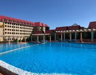 Волшебный отдых в бассейне среди гор! Скидка 30% на вход в бассейн и аренду топчана в горнолыжном курорте «Тау Самалы»!