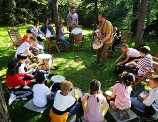 В ритме сердца! Приглашаем Вас на детский мастер-класс по игре на барабанах от Юрия Леонова со скидкой 50%!