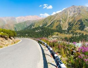 Приключения с ветерком! Джип-тур до Большого алматинского озера, космостанции и трекинг на Большой алматинский пик со скидкой 35%!
