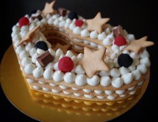 Получите удовольствие от нежнейших тортиков! Торты «Наполеон», «Медовый торт — Цифра», шоколадные и ванильные капкейки со скидкой 50% от Cakes by Dilya!
