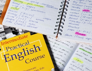 Обучение английскому языку для детей и взрослых в языковой школе Discover First со скидкой до 75%!