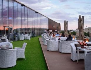 Свежая атмосфера удовольствия! Все меню и бар со скидкой 50% в ресторане MOLOKO в Shymkent Plaza!
