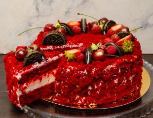 Сладкое счастье! Торты от кондитерской Sister's corner bakery: «Наполеон», «Шоколадно–медовый» и «Красный Бархат» со скидкой 50%!