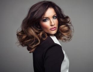 Женские и мужские стрижки, различные виды окрашивания и завивка для Ваших волос в салоне красоты Sevana со скидкой до 62%!