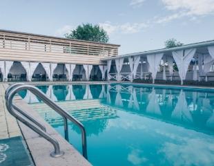 Живая вода! Посещение бассейна в будние и выходные дни в зоне отдыха Bora Club SPA Resort & Pool Park! Скидка до 37%!