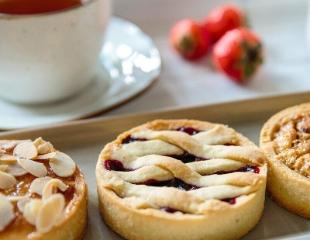 Восхитительные капкейки и пироги с фруктами, ягодами и орехами в сети кондитерских магазинов «Мак» со скидкой 50%!