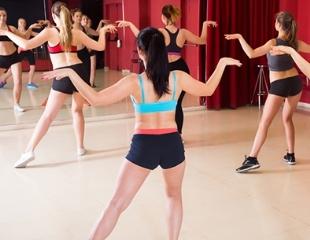 Занятия спортом на любой вкус! Фитнес на батутах, стретчинг, йога, ZUMBA, хип-хоп, а также другие танцы разных направлений для взрослых и детей от школы искусств Samga со скидкой от 53%!