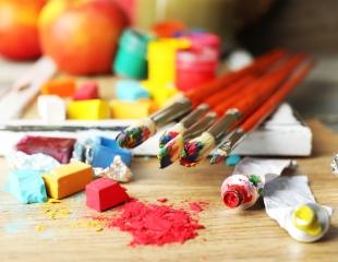 Вдохновение к творчеству! Актерская школа, а также занятия по изобразительному искусству в школе искусств Samga со скидкой от 53%!