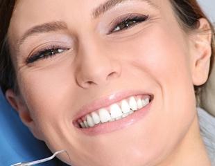 Для самых прекрасных улыбок! Лечение и удаление зубов, ультразвуковая чистка зубов и Air Flow, а также плазмолифтинг десен со скидкой до 77% в стоматологии Stom Clinic!