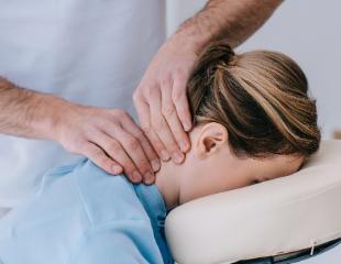 Разные виды массажа: висцеральный, точечный и мануальный, а также лечение сколиоза и правка атланта в центре HIJAMA со скидкой 56%!
