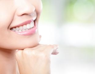 Ваша улыбка достойна восхищения! Профессиональная чистка, а также сертификаты на лечение зубов со скидкой до 79% в стоматологии «АптекаСтом»!