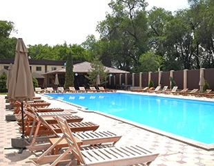 Бой жаре! Наслаждайтесь купанием в любой день недели в бассейне с подогревом Arman Pool со скидкой до 50%!