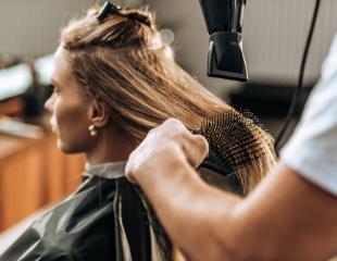 Женские стрижки, укладки, окрашивание волос, а также афрокудри от мастера Аяулым в салоне красоты Aqqu со скидкой до 57%!