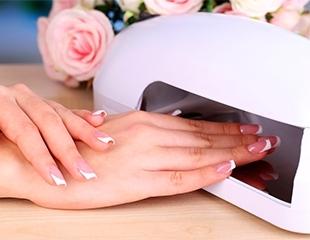 Восхищайте стильно! Аппаратный маникюр и педикюр с покрытием и без покрытия в салоне красоты Aqqu со скидкой до 52%!