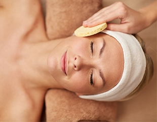 Красота Вашей кожи! Чистка лица, пилинг, визаж и коррекция бровей в академии красоты «Боник» со скидкой до 64%!