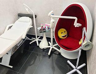 Косметическое комплексное отбеливание зубов в студии Magic White со скидкой 50%!