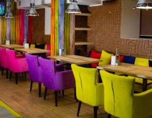Окунись в атмосферу Рестобара и Караоке Labirint и отведай вкуснейшие блюда, напитки и ароматный дым со скидкой 50%!