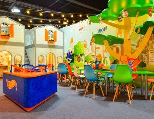 Вашим деткам здесь понравится! Яркие игровые зоны с машинками и треками Hot Wheels и комнаты с популярными куклами, мини-гардеробом и др. в детском игровом центре Tut2City со скидкой 50%!