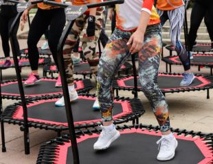 Активность с удовольствием! Занятия фитнесом на батутах в студии танца и красоты Art Crystal со скидкой 55%!