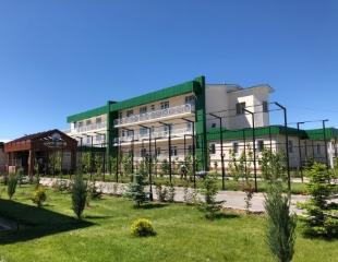 Разгрузитесь по полной программе! Проживание в санатории, 5 разовое питание, лечение, а также посещение бассейна со скидкой 30% в Sairam Thermal Resort!