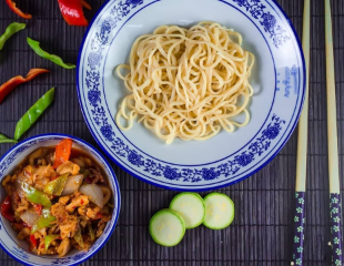 Попробуйте легендарную лапшу со скидкой 50%! Фирменная лапша Lanzhou + пампушка + салат на выбор со скидкой 50% в сети ресторанов быстрого питания Lanzhou!
