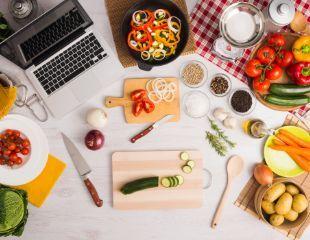 Учитесь готовить онлайн! Освойте итальянскую, японскую и грузинскую кухни, курс «Кондитер с нуля», а также курсы правильного, диетического и вегетарианского питания от школы «Готовлю как шеф» со скидкой до 87%!