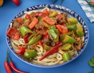 Почувствуйте вкус Востока! 18 видов лагмана, манты, горячее и салаты, а также выпечка и другие блюда и напитки со скидкой 30% в кафе восточной кухни «Лаза Джан»!