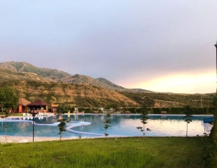 Освежитесь в летний зной! Посещение бассейна для взрослых и детей в зоне отдыха ASR Tau со скидкой до 30%!